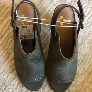 Report Shoes - Report peep toe olive green sling back bootie